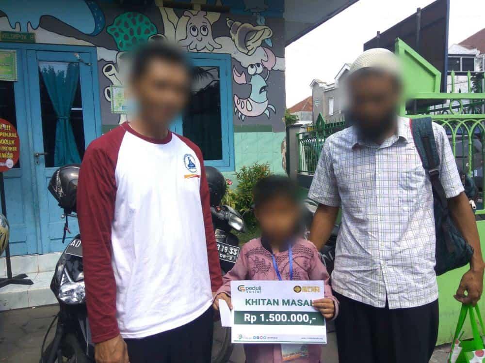 CS Peduli Sosial – Donasi Program Khitanan Massal di SDIST Ibnu Qoyyim, Surakarta, Jawa Tengah